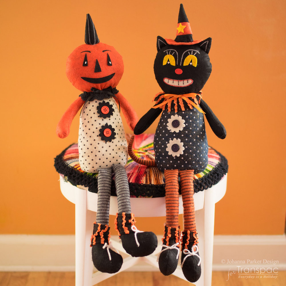 Halloween-Sitters-on-Stool.jpg