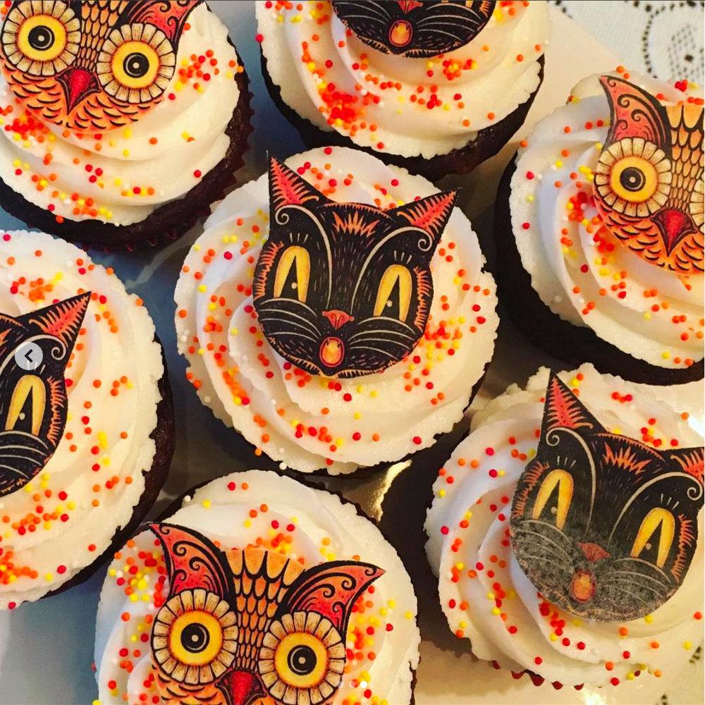 Owl-&-Cat-Johanna-Parker-Fancy-Flours-Halloween-Cupcakes.jpg
