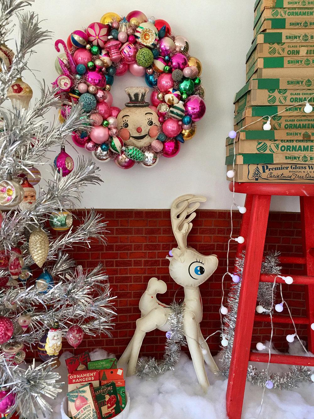 Bubble-Gum-Bauble-Vintage-Wreath-White-Christmas-Studio-Johanna-Parker.jpg
