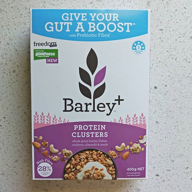Are you getting your enough resistant starch in your diet? 🌾🌾🌾 Resistant starch is a prebiotic, meaning that it feeds probiotics (healthy bactetia) in your gut. 👍👍👍 Resistant starch can be beneficial for people with a whole range of gut issues, from IBS to constipation or diarrhea, which may be caused by decreased or imbalances in gut flora, which can be due to antibiotics. 💊💊💊 It's also great for people who just want to maintain a healthy gut. 💪💪💪 I will often recommend Barley + cereals and bars, as they contain Barleymax, a CSIRO developed grain that contains high levels of resistant starch as well as plenty of fibre. 🌾🌾🌾 Some other great sources of resistant starch includes; Bananas (more on the green side), cooked and cooled starchy foods, high maize flour and chickpeas.  @barleyplus #probiotics #prebiotics #guthealth #gutflora #guthealthdietitian #evidencebased