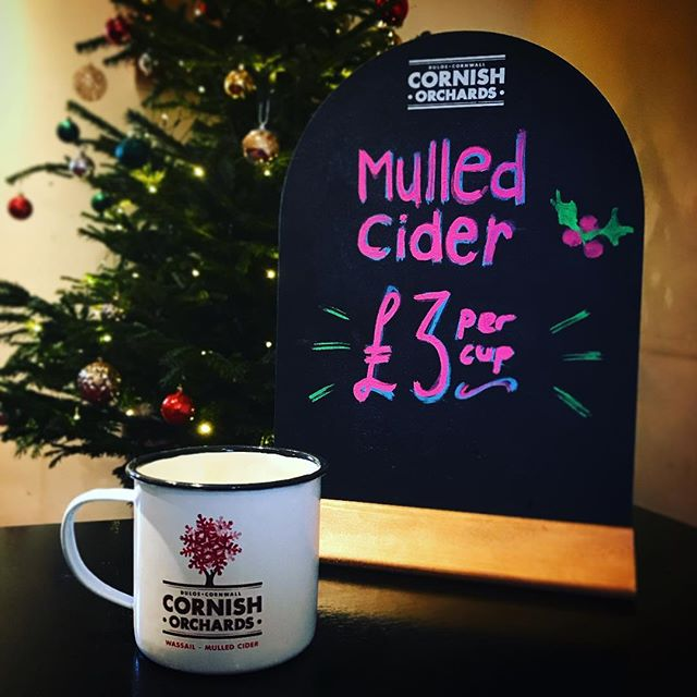 Warm up on a chilly afternoon with this gorgeous mulled cider! . . #mullIedcider #warmup #winterwarmer #festive #warwickshire #kineton #countrypub #pub