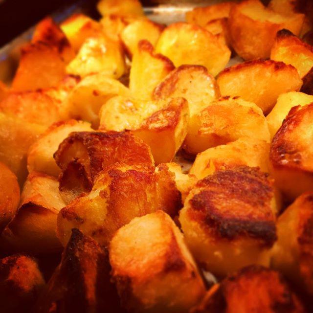 Fresh out of the oven for #sundaydinner #pubgrub #sundayroast #warwickshire