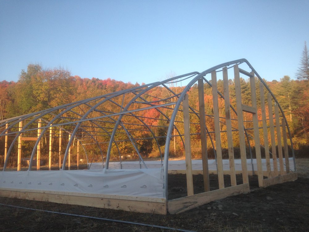 Curtain installation on an Harnois greenhouse.