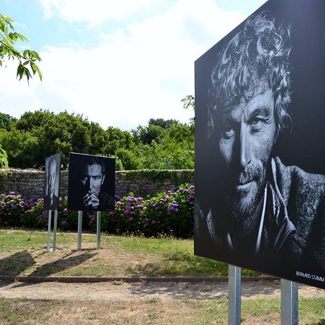 """#Actu #CollectifPeriscope Exposition de """"Tous les marins ont les yeux bleus » de Maud Bernos à La Trinité-sur-Mer. Une balade photographique à voir jusqu'à la fin de l'été !"""