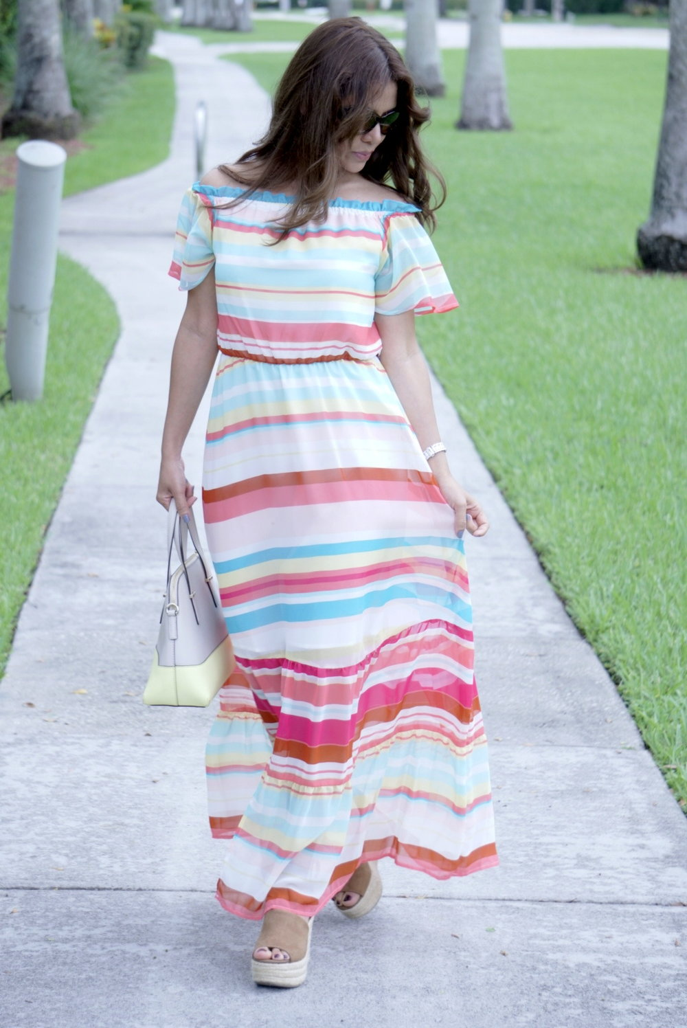 For a hot weather a colorful and fresh dress!  Para un clima caluroso, un vestido colorido y fresco!