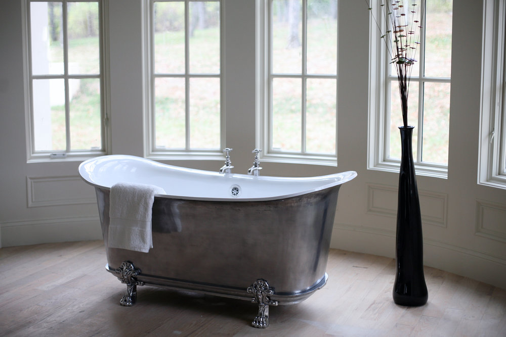 Satin Tub With Lions Paw Feet