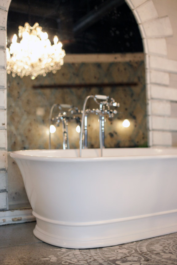 Regent freestanding soaking tub