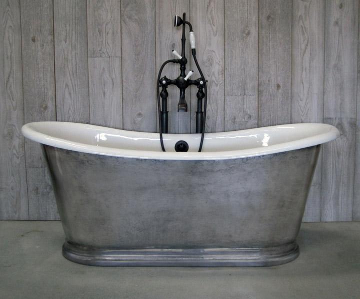 St. Versailles pedestal soaking tub