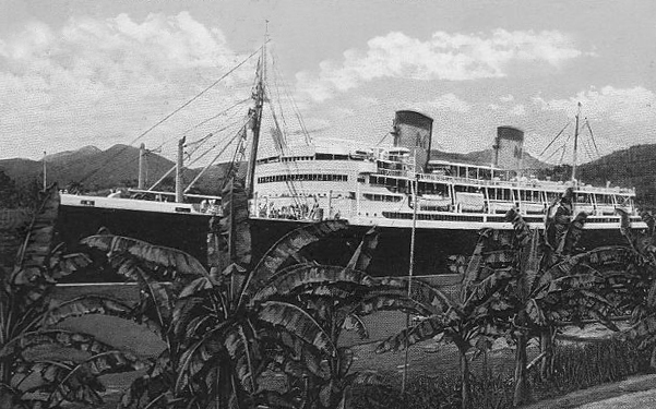 The SS Malolo in 1927 gliding through the locks of the Panama Canal on her way from Philidelphia to San Francisco