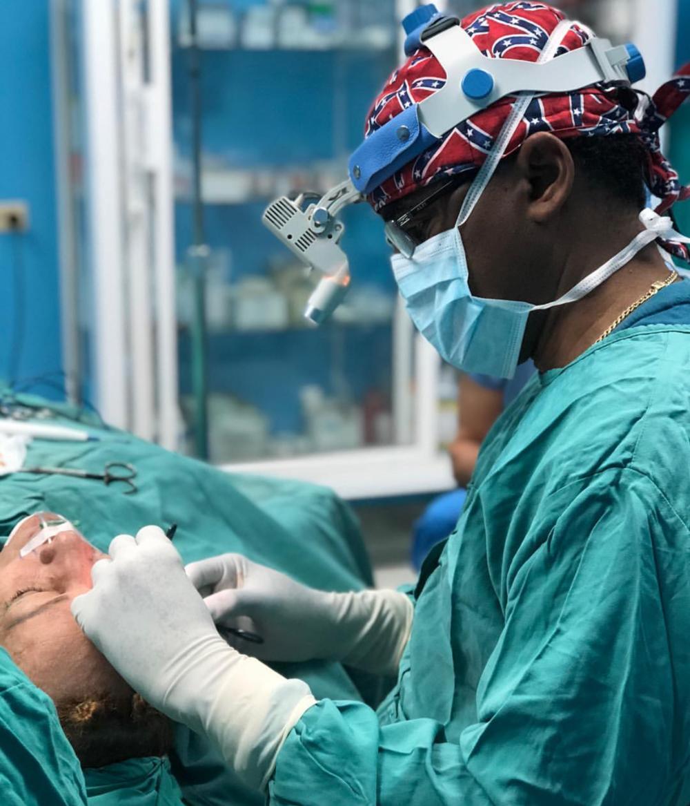 Cirujano plastico dominicano 2.png