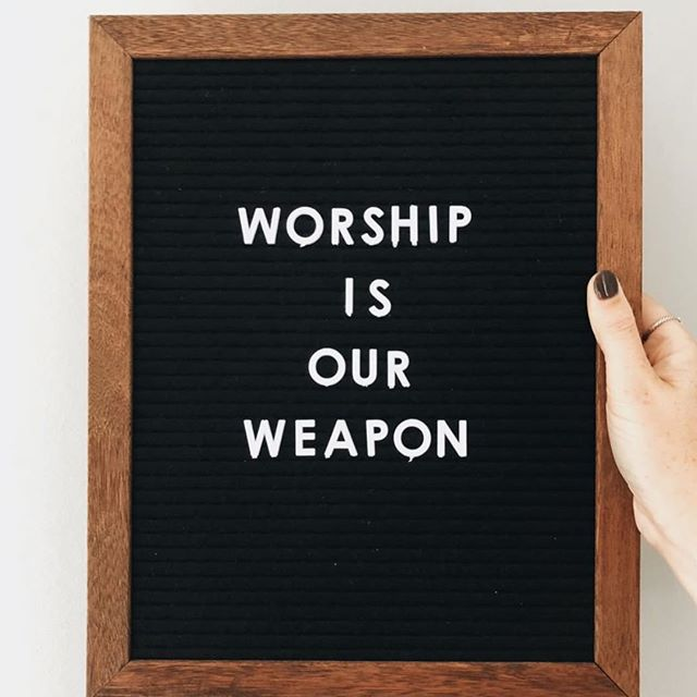 Blast it from the roof tops🎶🎶🎶 Love this pic from @clothedinloveboutique  #womenwhoworship #womeninworship #iwillpraise #singtohim #letteredfaith #letterboard