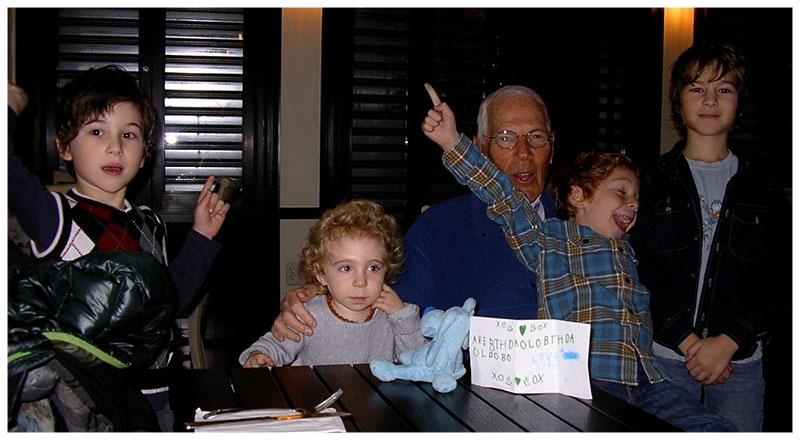 Ralph Perlberger with his 4 grandchildren