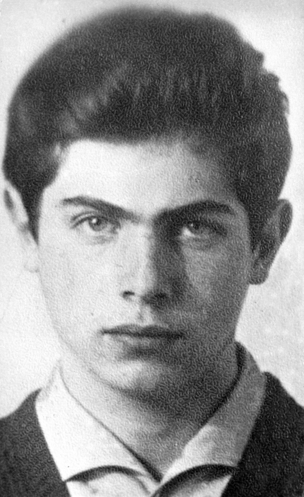 Юрий Штерн  Вел в ЭМШ спецкурс по математике в 1968-1969 году.