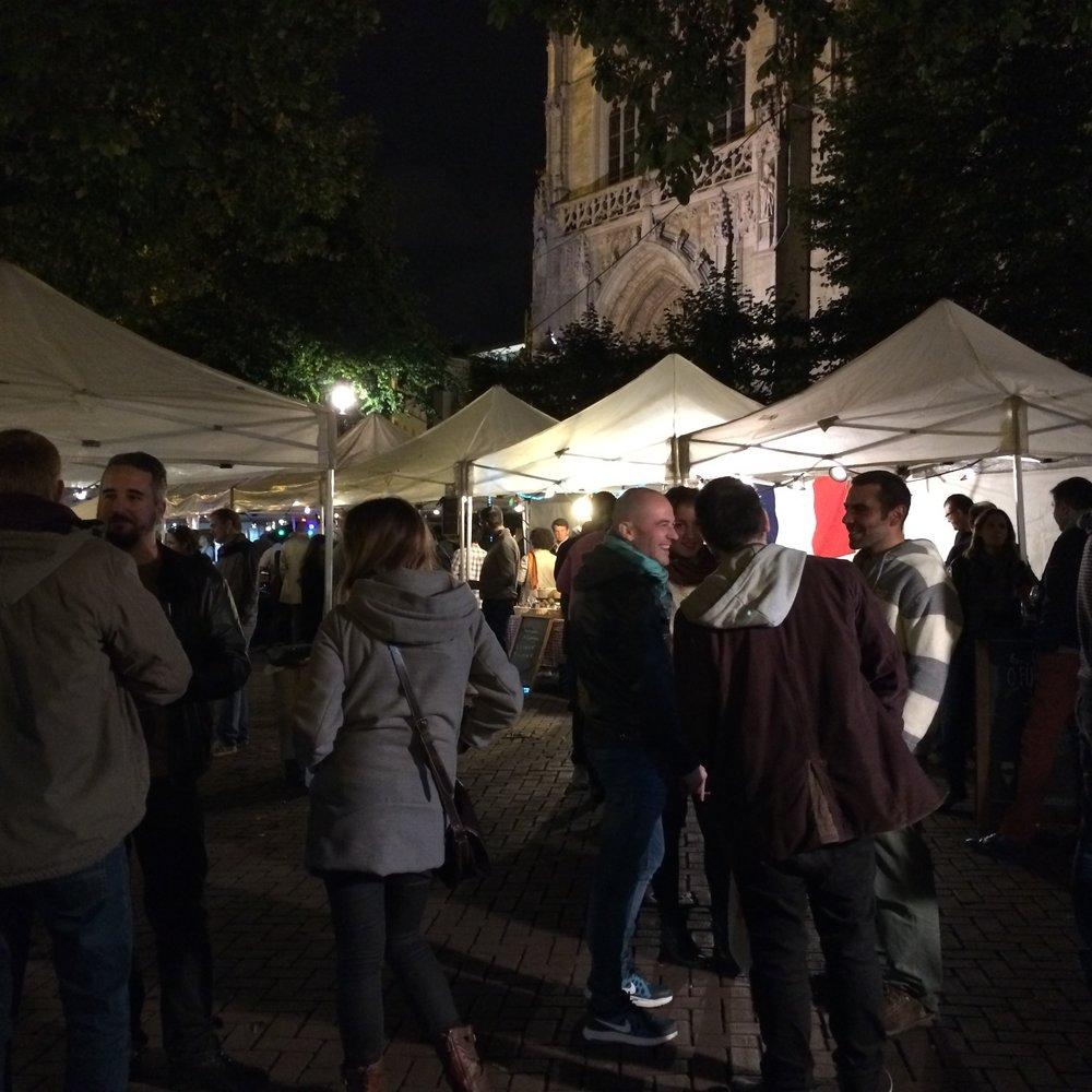 Brussels night market.Eglise Notre Dame du Sablon.