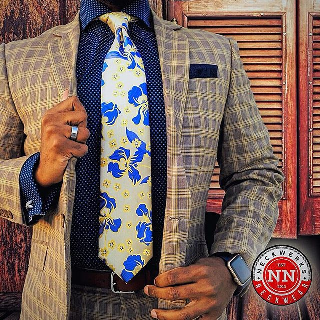 Spring In Bloom. 🌻🌼💐#NeckwerksNeckwear #lovelife  #beautifulmenswear #gentlemanstyle #guyswithstyle #fashion #dailystylehunt #dapperlydone #dappermen #styleoftheday #simplydapper #styleiswhat #suitandtie #photooftheday #igfashion #instadaily #menswear #mensfashion #mensmagazine #menwithclass #menwithstyle #menisterofstyle #mensfashionpost  #mensfashionreview #mensfashionblogger #menwithstreetstyle #blackmenwithstyle #blackmenwithbeards