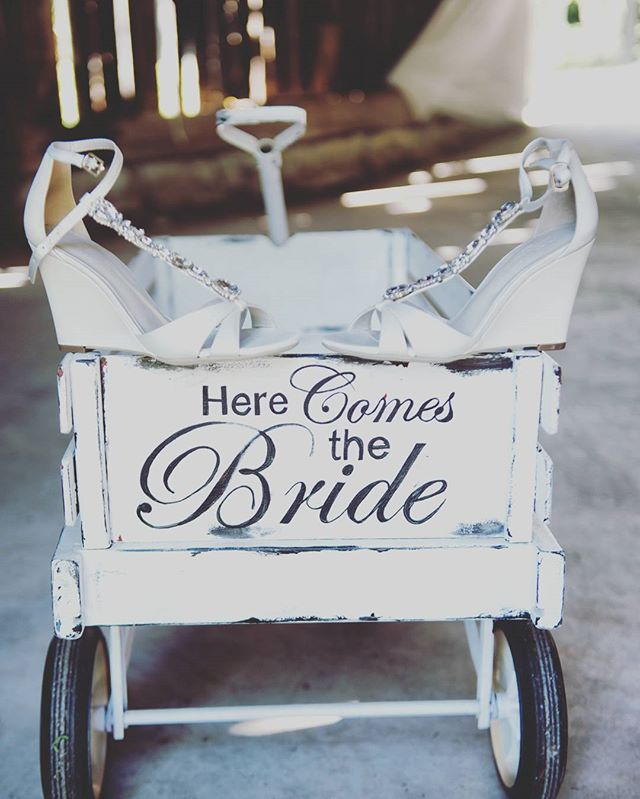 Here comes the bride . . . . . #sequelinncreemore #wedding #weddinginspiration #barn #barnwedding #barnvenue #ontariobarnvenues #creemore #collingwood #toronto #weddingceremony #weddingbarn #farmwedding #barnweddingvenue #weddingfloral #bride