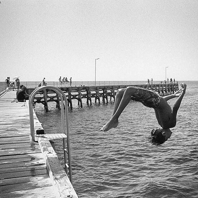 "REPOST ""Jetty jumper #filmfriday #streetphotography #Leica #leicacraft #leica_official #leica_camera #leicahunter #leicasphere #leicacameraaus #rangefinder #M6 #35mm #summicron #cron #kodak #TMX400 #film #filmisnotdead #analoguevibes #bw #blackandwhite #photographer #professionalphotographer #moontabay  #southaustralia #jetty #ocean #diver Dev and Scan @atkins_photo_lab : @simoncassonphotographer """