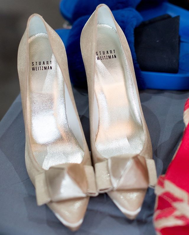 Throw back Tuesday (Is that even a thing??) to one of our favorite pieces from the Spring Pop Up. These stunning Stuart Weitzman beauties sold promptly, for $22 no less, and quickly made their appearance during the Spring #FWMN rocked by the fabulous @downtownblondie .... Just another fashion love story in the making 😍 ... Whats your favorite story about a coveted item in your closet? ... And don't forget to mark your calendars for the Fall Pop Up, running next week at @theholdenroom. See link in bio for more details! 📸: @_pixova