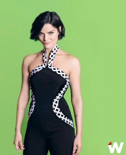 thumb_4d7bd-jaimie-alexander-wears-jumpsuit-from-vone-in-the-wraps-fall-tv-issue_resize_800_500.jpg