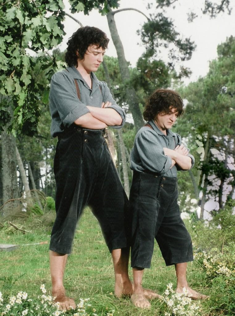 Peter Jackson Films : Actor Elijah Wood (Frodo) and his size double Kiran Shah