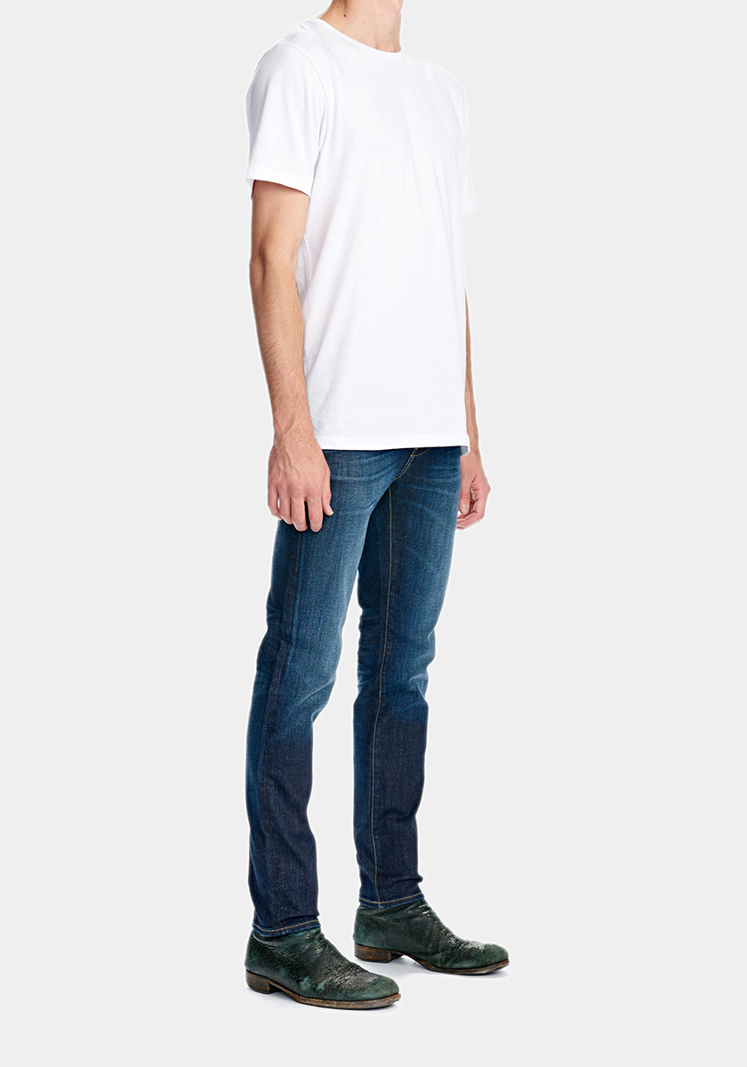 IGGY (Slim)   This is our global bestseller. A modern and skinny fit featured with tapered legs. Match your Iggy's with a pair of black boots or white sneakers.Fit inspired by the jean Iggy Pop wore on the cover of the album 'The idiot'.   Discover this seasons Iggy washes