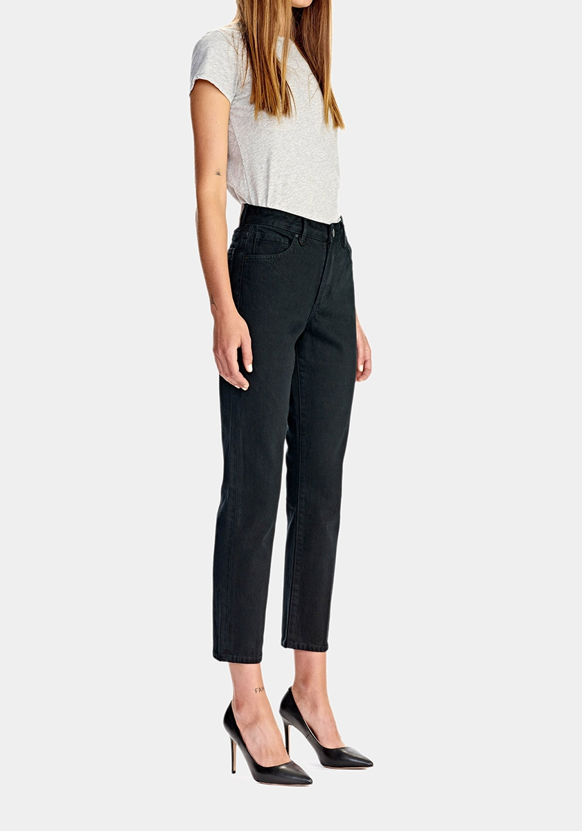 LEXI (High straight)   If you like it fitted and not too tight - Lexi is the fit for you. Lexi are a high waisted jean with a straight leg. A jeans classic.   Discover the seasonal Lexi's