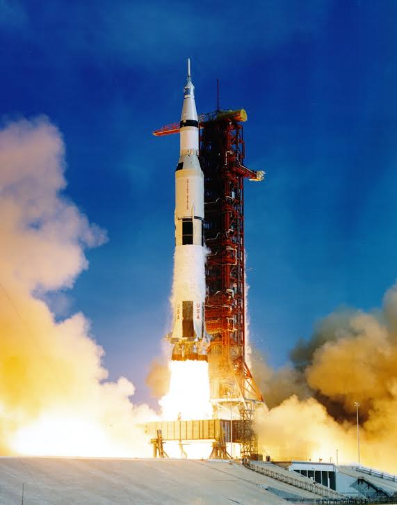 Launch of Apollo 11 The first moon landing july 16, 1969