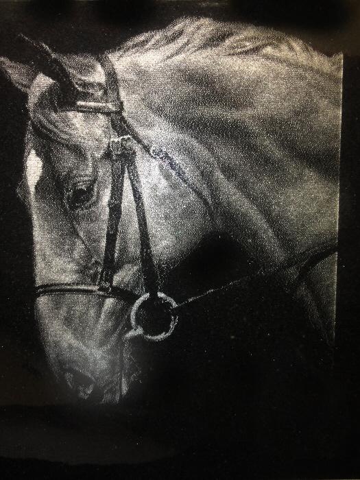 fotogravur-granit-pferd.jpg