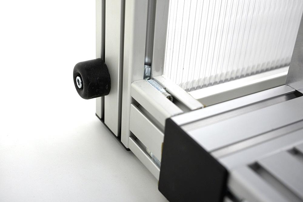 einhausung-verbunden-mit-maschine-gummipuffer.jpg
