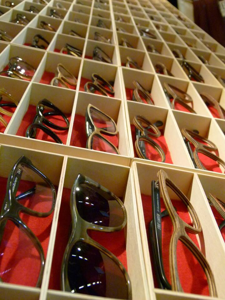Brillengestelle-fertige-holzbrillen.jpg