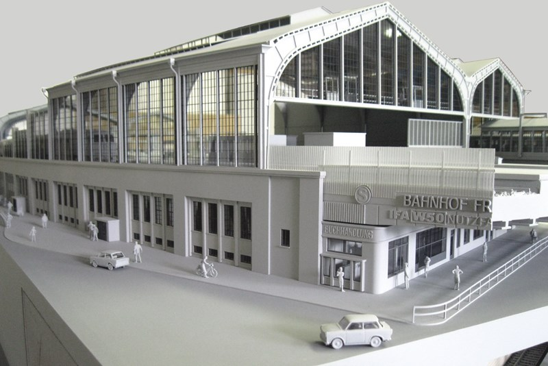 Architekturmodellbau-bahnhof-modell.jpg