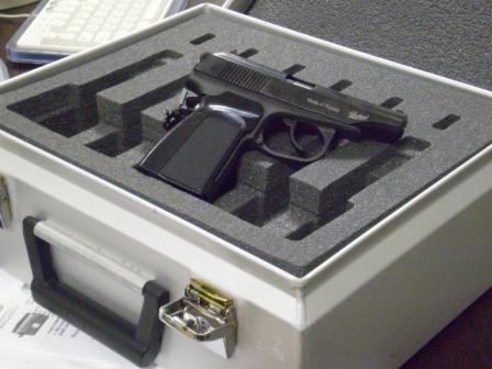 schaumstoffeinsaetze-waffen-pistolen-fraesen.jpg