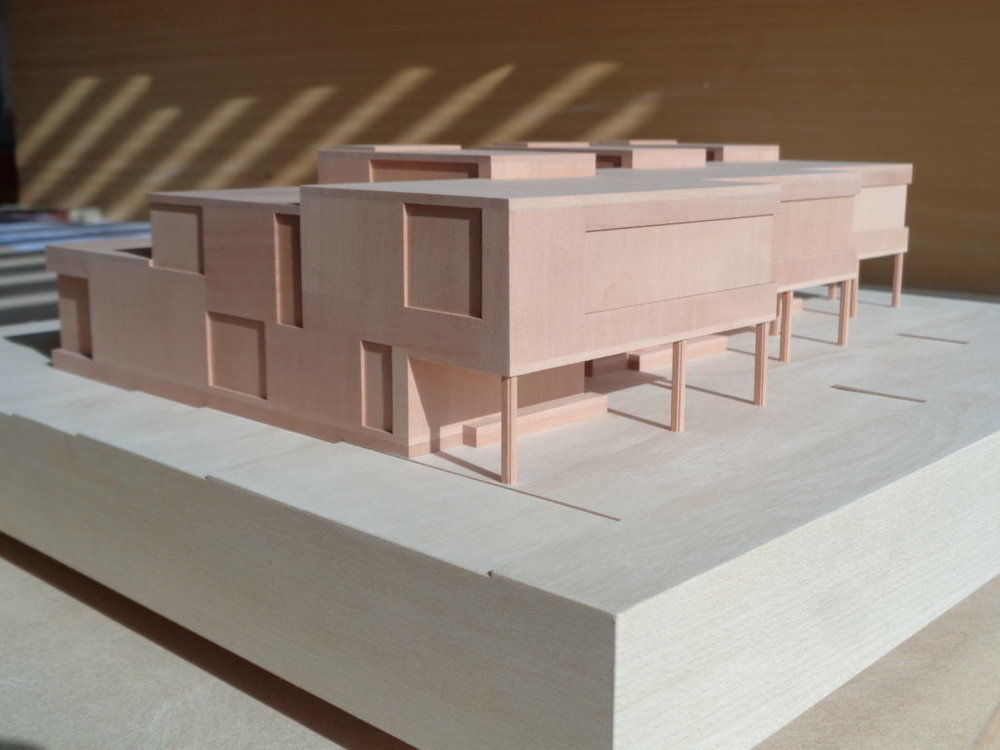 holzmodell-designerhaus-reihenhaus-1030x773.jpg