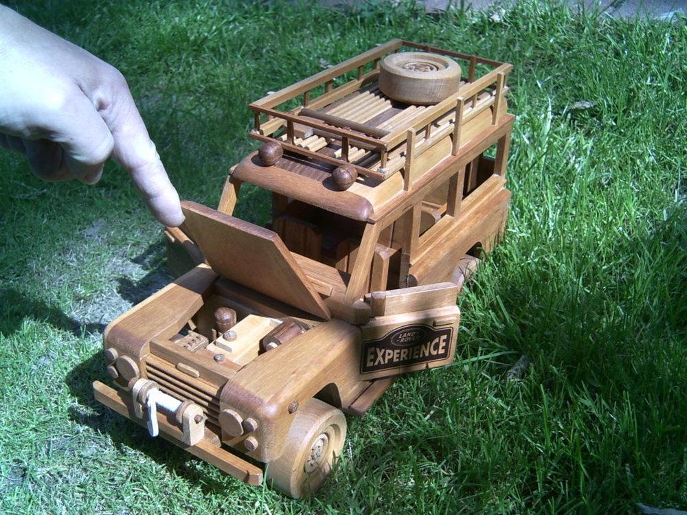 holzmodell-gelaendewagen-jeep-holzspielzeug-1030x773.jpg