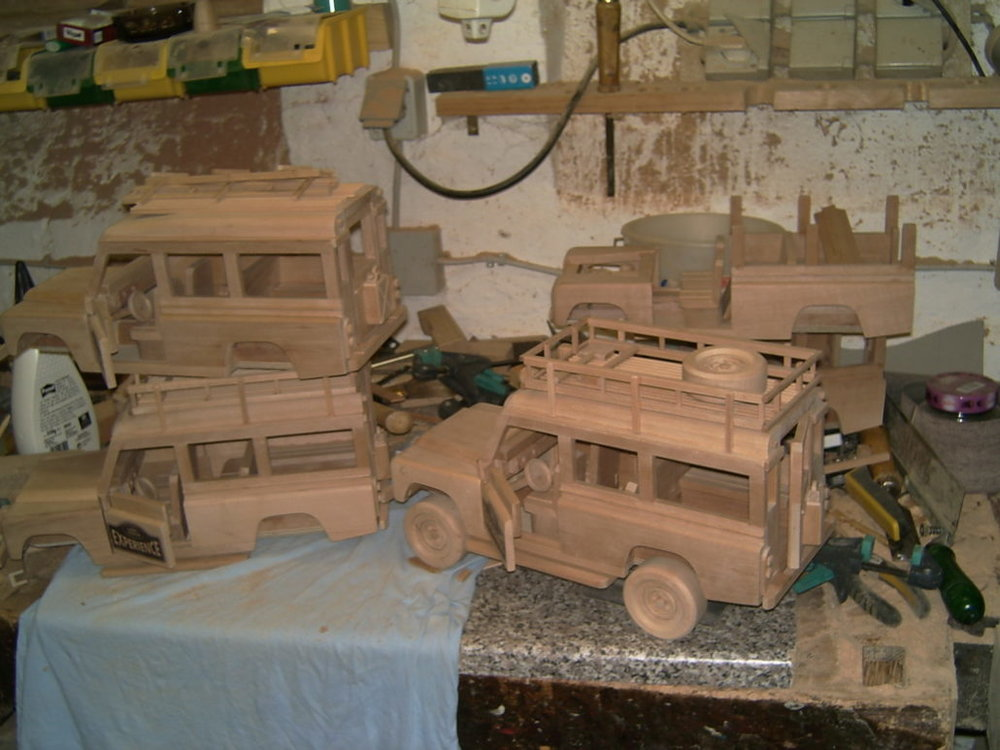 holzspielzeug-modelle-autos-1030x773.jpg