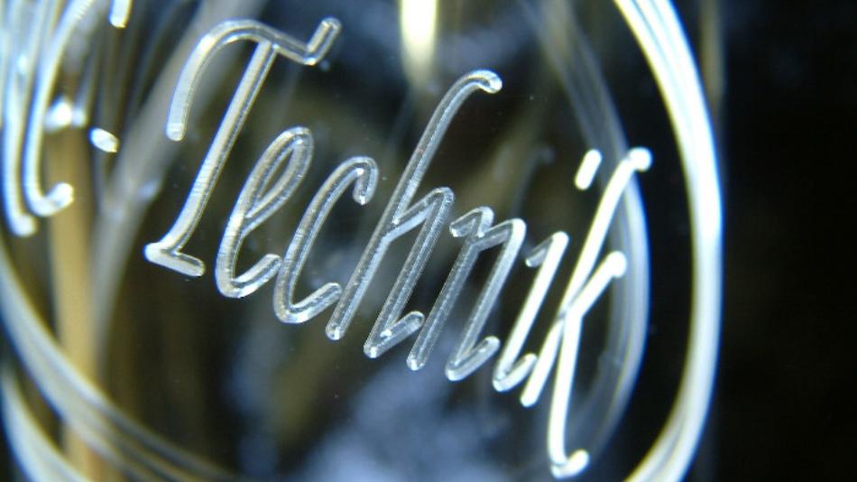 Engraving plexiglass with a High-Z CNC machine