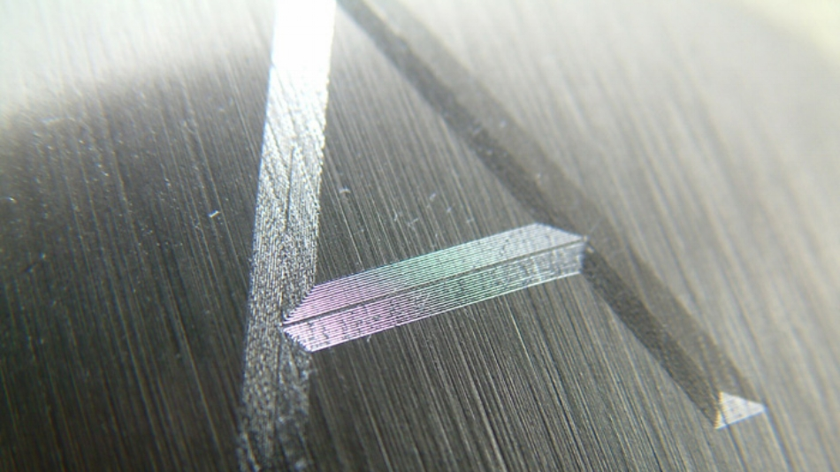 Scratch engraving with the diamond drag engraving tool