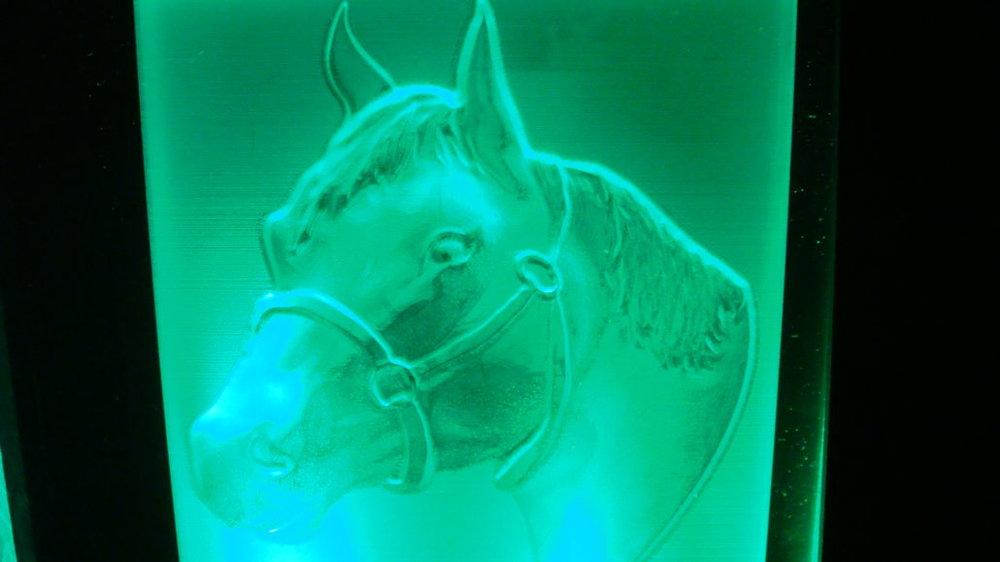 3D-relief-beleuchtet-plexiglas-gravierern-1030x579.jpg