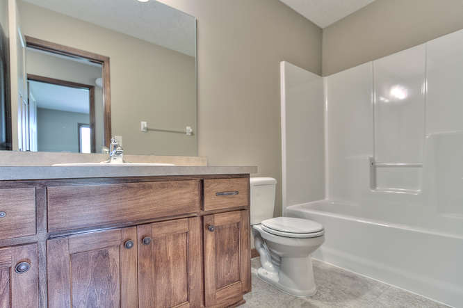 21222 Old Lake George-small-017-17-Main Bathroom-666x444-72dpi.jpg