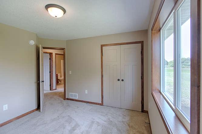 21222 Old Lake George-small-023-23-Bedroom 3-666x443-72dpi.jpg