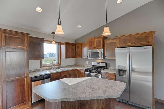 8644 Eisele Ave NE Monticello-small-010-10-Kitchen-666x444-72dpi.jpg