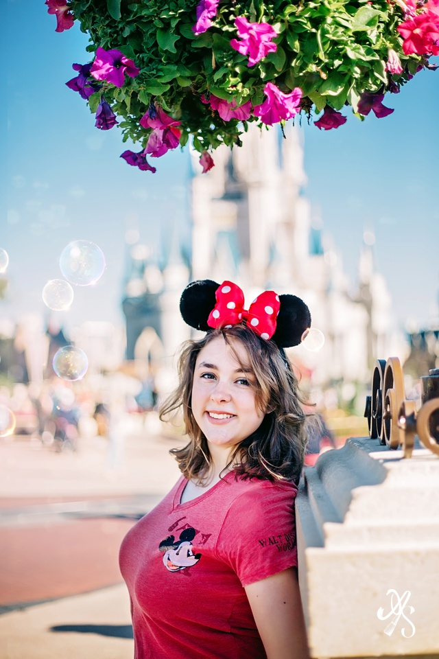 disneyland Senior grad graduating Pictures Peoria Phoenix Arizona portrait  best photos deer valley Photographer Anjeanette Photography