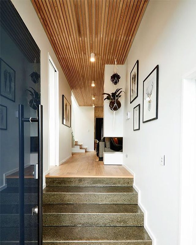 Great house. Love the ceiling, I'm more used to see these wooden panels on walls but it's a nice detail for the ceilings as well 🙌🏼 pic from the Pinterest space..