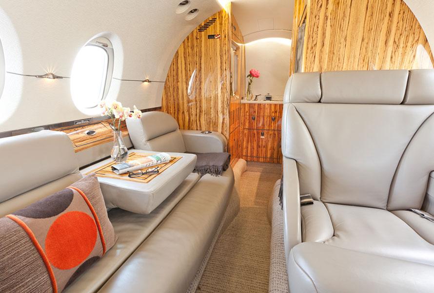 hawker-800xp-interior_priester-aviation_001.jpg