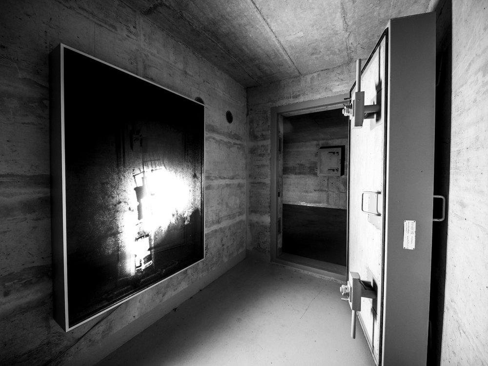 Kuball-Mischa-Dunkle-Kammer-2014-1.jpg