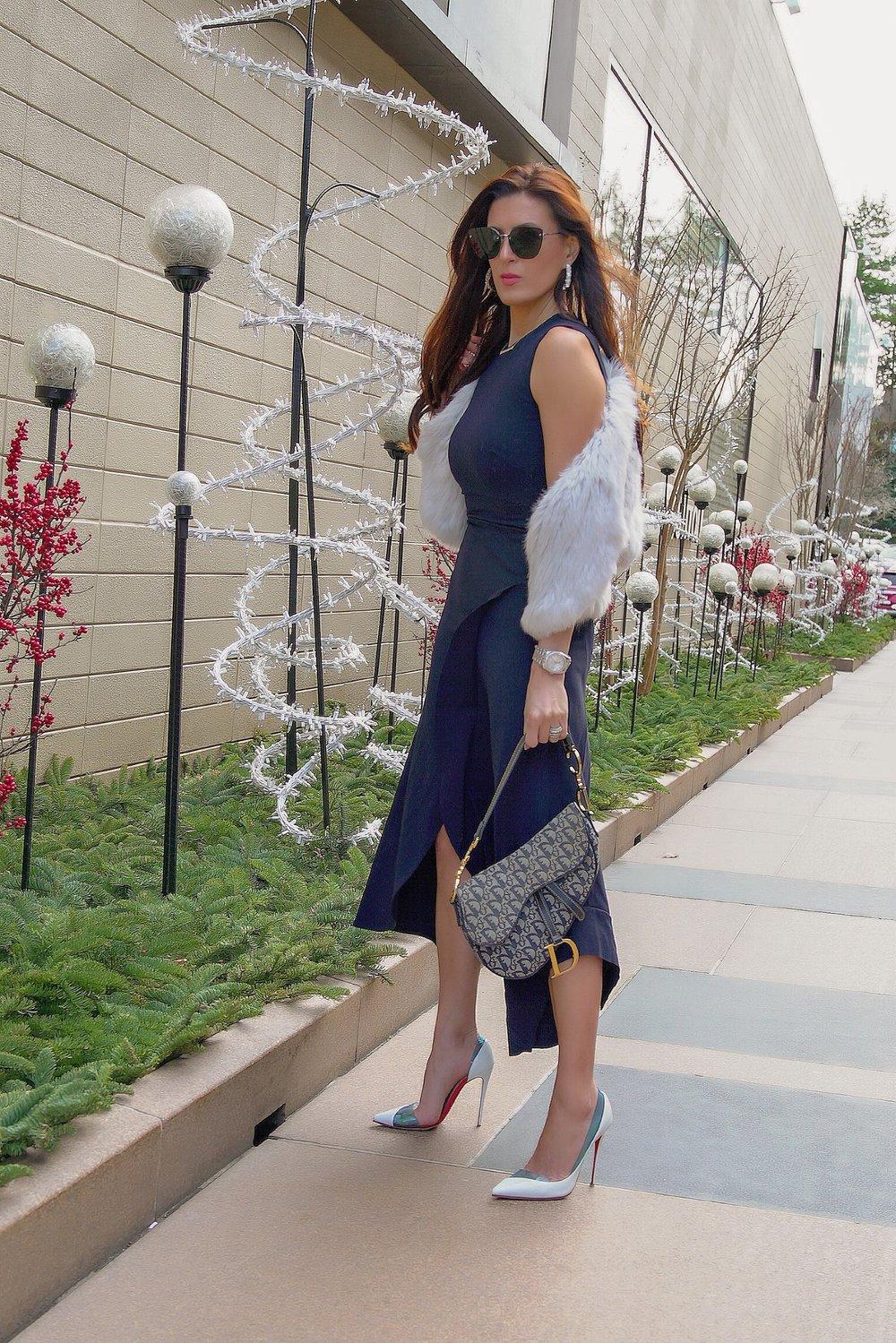 https://www.dior.com/en_us/products/couture-M0446CTZQ_M928_TU-dior-oblique-saddle-bag
