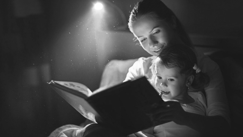 woman-reading-bedtime-story副本副本.jpg
