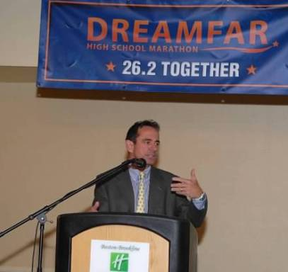 Dave McGillivray speaking at Dreamfar Breakfast of Champions.