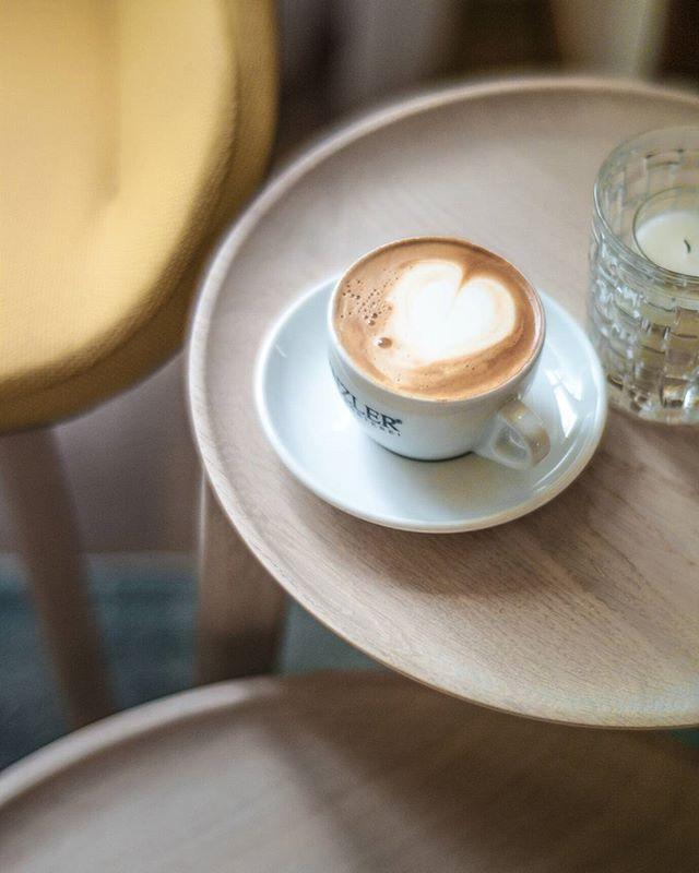 Unser herrlicher @Dinzler_kaffeeroesterei Cappuccino - Genau das Richtige bei dem Wetter!