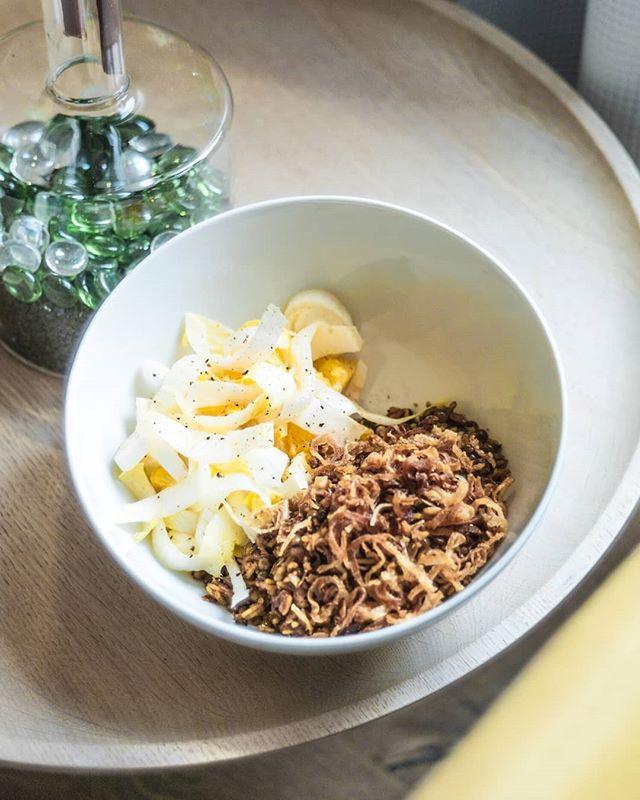 Linsen-Reis-Bowl mit Zwiebeln, Zimt und Kreuzkümmel dazu Orangen-Chiccoreesalat 🌼